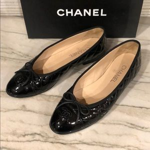 CHANEL, Patent leather diamond tufted flats